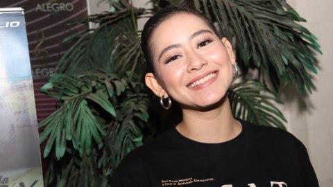 Laura Theux Dan Anggika Bolsterli Aktris Muda Di Film Yowis Ben 2 Kumparan Com
