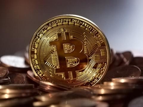 """Kaip bankai ar vyriausybės galėtų nuvalyti """"Bitcoin"""" nuo planetos veido"""