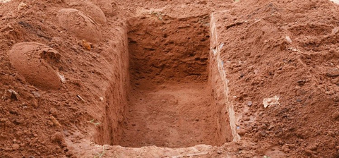 Benarkah Tanah Kuburan Bisa Jadi Magnet Pemanggil Makhluk Halus? | kumparan.com
