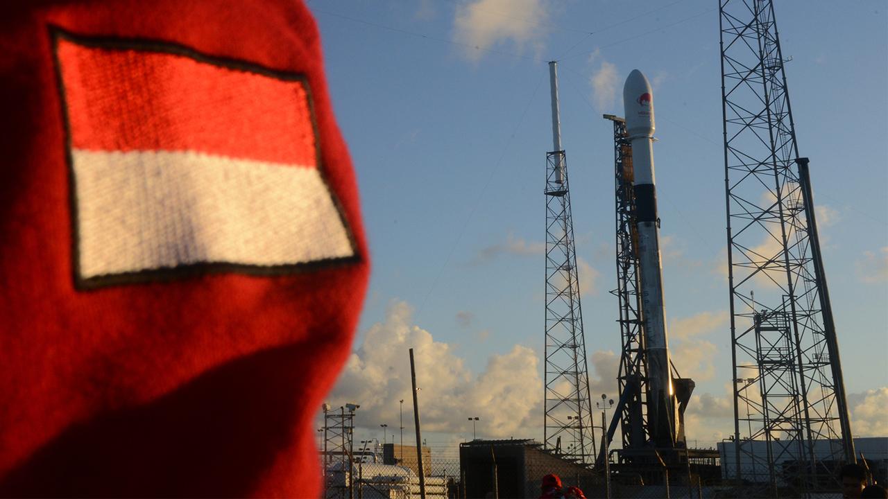 Satelit Merah Putih, telkom