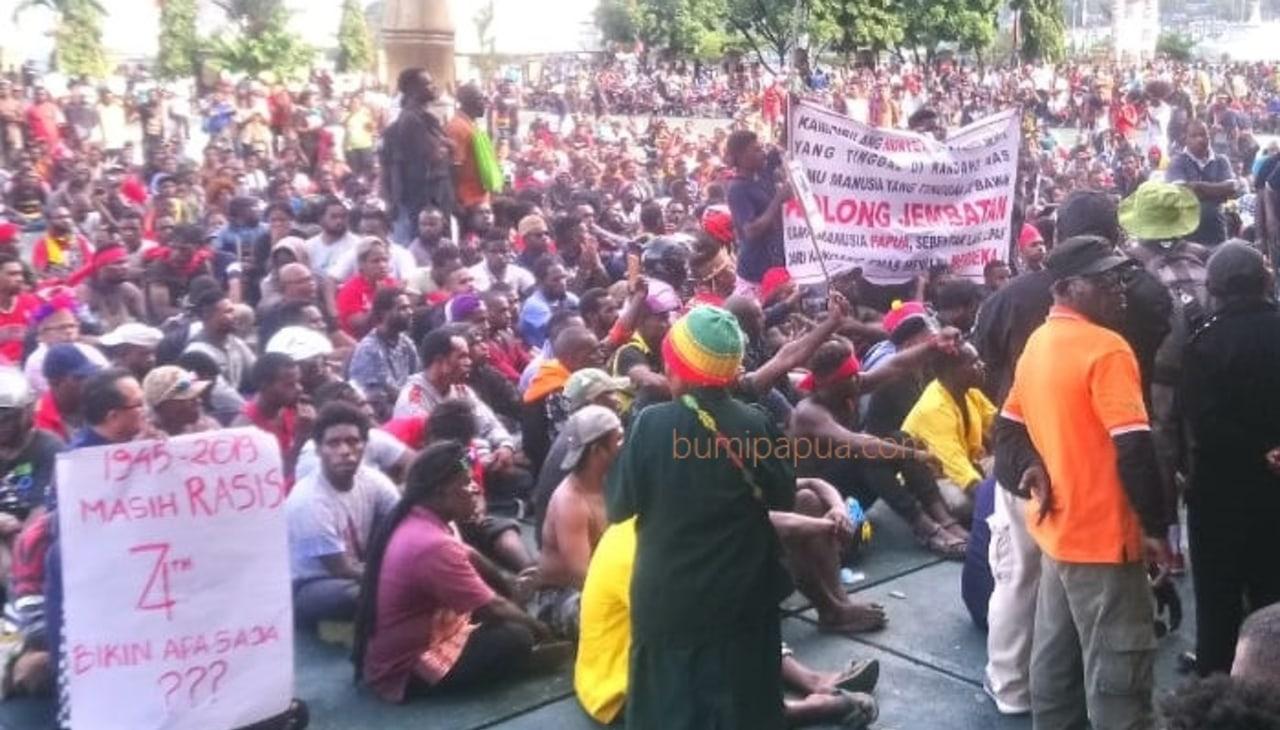 aksi unjuk rasa di Kantor Gubenrur Papua.jpeg