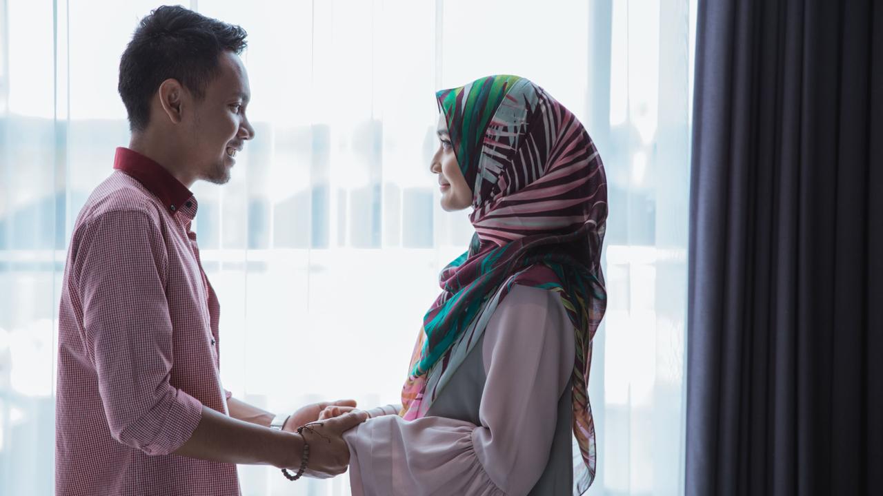 Ilustrasi pasangan suami istri berhubungan intim