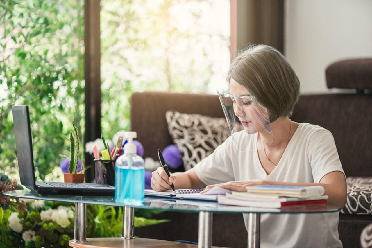 Tips sehat berkegiatan di rumah.jpg