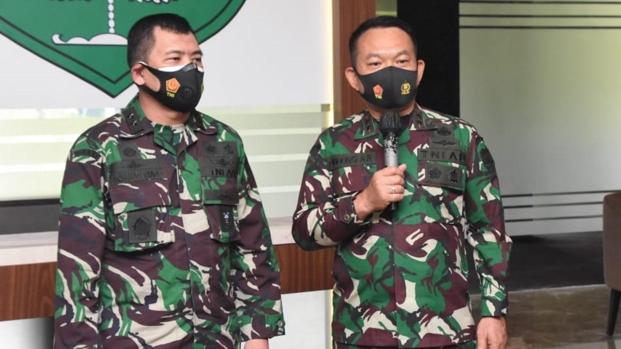 Kapuspen dan Pangdam Jaya- Penurunan Baliho Habib Rizieq