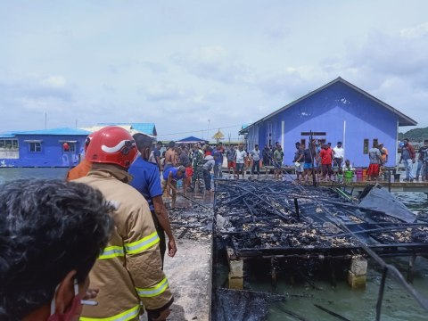 Diduga Korsleting Listrik, 1 Unit Rumah Apung di Tanjungpinang Terbakar