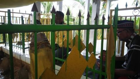 Melihat Makam Raja Tolitoli Di Pulau Lutungan Sulawesi Tengah Kumparan Com