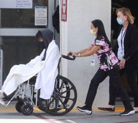 Kesehatan Menurun, Chadwick Boseman Dilarikan ke UGD dengan Kursi Roda -  kumparan.com