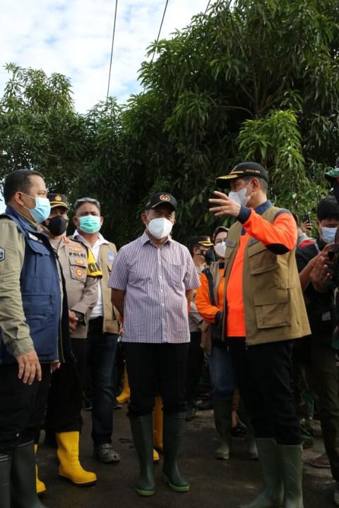 14.754 KK Terdampak Banjir Karawang, BNPB Beri Bantuan Rp 500 Juta (2)