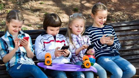 Waspadai Dampak Buruk Kecanduan Gadget Pada Anak | kumparan.com
