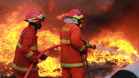 Kebakaran Melanda 3 Rumah di Tanah Abang, Jakarta Pusat