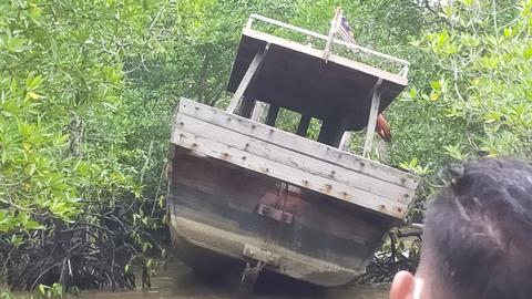 Polisi Buru Pemilik Paspor yang Tertinggal di Kapal Pembawa Sabu-sabu