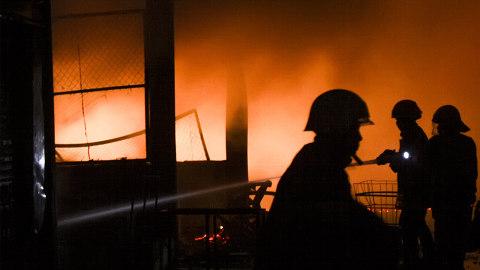 Gudang SMP 97 Utan Kayu Terbakar Akibat Korsleting Listrik