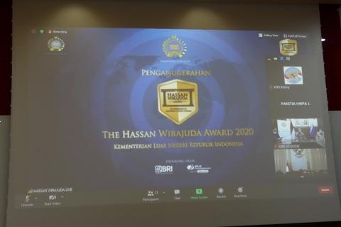 Berjasa Lindungi WNI di China, Dubes Djauhari Terima Penghargaan Hassan Wirajuda (2)