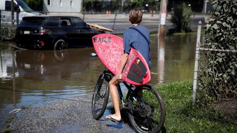Joe Biden akan Memeriksa Dampak Badai Ida di New York dan New Jersey (1)