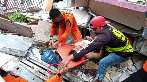 42 Orang Tewas Akibat Gempa di Sulbar: 34 di Mamuju, 8 di Majene