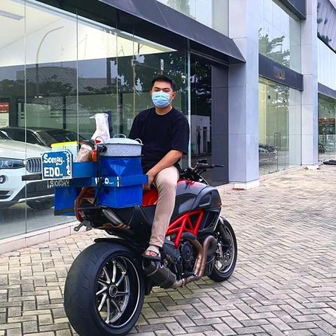 Fakta di Balik Viral Video Pria di BSD Jualan Siomay Pakai Motor Ducati