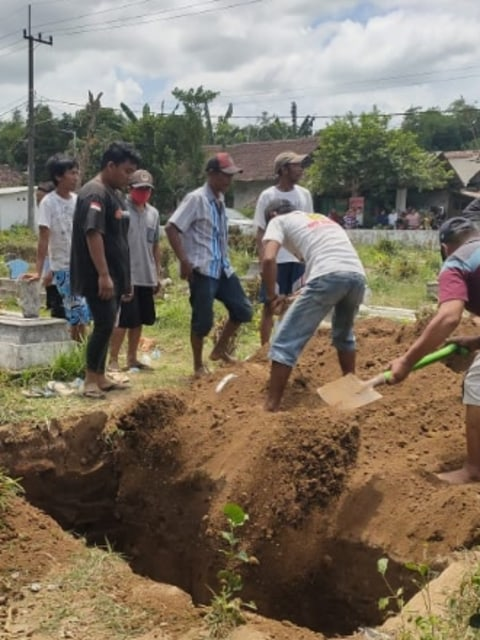 Pemakaman Pasien Corona di Jember Ditolak Warga, Lubang Kubur Bahkan Diuruk Lagi