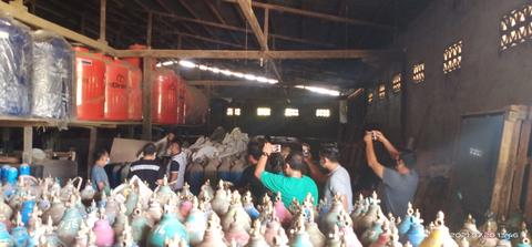 56 tabung oksigen disembunyikan di sebuah toko konstruksi di Perindo, Sangao