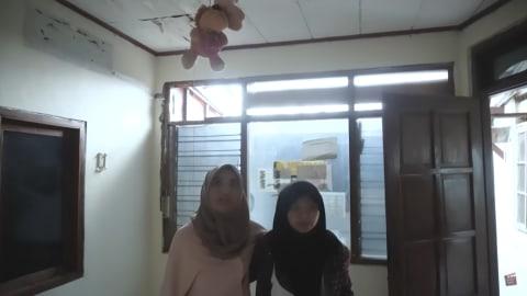 Melihat Rumah Unik Milik Arafah Rianti, Ada Pintu hingga Boneka yang Menggantung (16)
