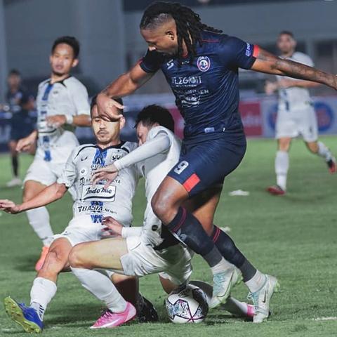 Hasil Liga 1: Arema Belum Menang Musim Ini Usai Ditahan Imbang PSIS (2)
