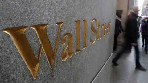 أغلقت وول ستريت أقوى على خلفية التفاؤل بتعافي الاقتصاد الأمريكي