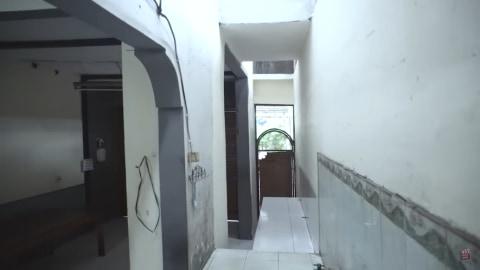 Melihat Rumah Unik Milik Arafah Rianti, Ada Pintu hingga Boneka yang Menggantung (6)
