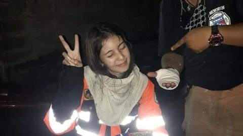 Berjibaku Padamkan Api, Petugas Damkar Perempuan Ini Bikin Netizen ...