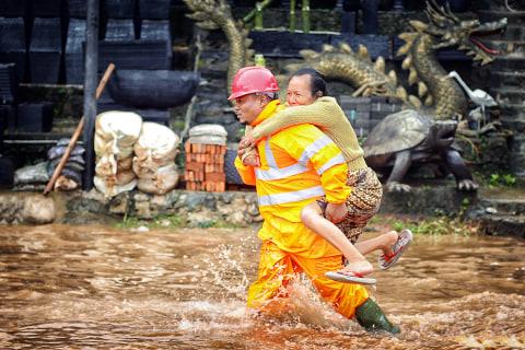 Pintu Air Sunter Kini Siaga 2, Warga Bantaran Sungai Diimbau Waspada Banjir