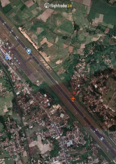 Pesawat Lion Air dari Batam Keluar Jalur Saat Landing di Bandara Radin Inten II  (1)