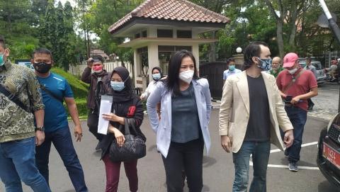 Datangi PN Bandung, Marshanda Jadi Saksi Kasus KDRT yang Menjerat Arya Claproth