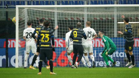 Aksi Memukau 3 Pemain Inter saat Bungkam Benevento (2)