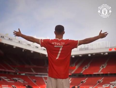 Momen ketika Cristiano Ronaldo menginjakkan kaki di Old Trafford