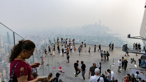 Foto: Asap Kebakaran Hutan Selimuti Pemandangan Kota New York