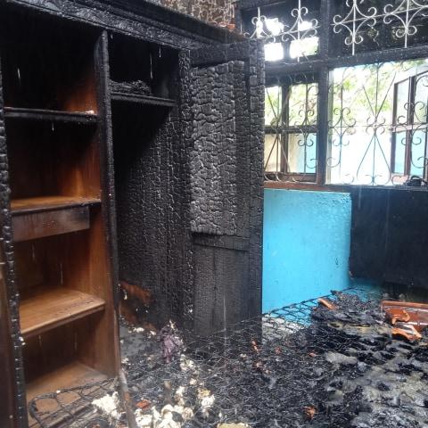 Ditinggal Pergi Penghuninya, Rumah di Desa Panyosogan Kuningan Terbakar (1)