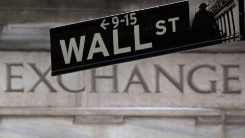 Wall Street Merosot, Investor Khawatir Perlambatan Ekonomi
