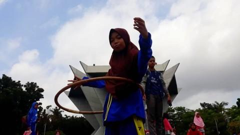 Digempur Teknologi Puluhan Pelajar Di Palembang Lincah Ayuula Hoop Kumparan Com