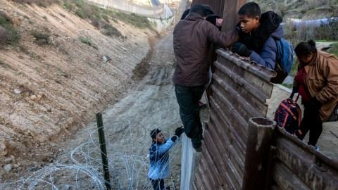Imigran Pencari Suaka AS Diminta Tetap di Meksiko untuk Sementara Waktu