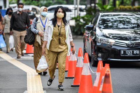 Populer: Gaji PNS DKI Puluhan Juta, Sri Lanka Diminta Cabut Larangan Impor Sawit