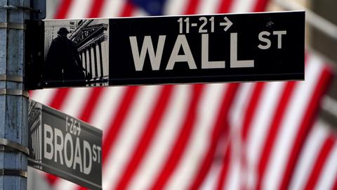 وول ستريت تغلق أكثر قوة وسط التفاؤل بتعافي الاقتصاد الأمريكي[1)
