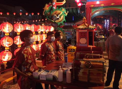 Foto: Ibadah Malam Tahun Baru Imlek di Singkawang (4)