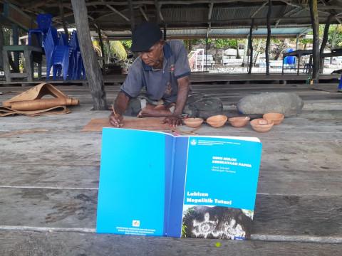 Motif Purbakala Megalitik Tutari Sentani pada Karya Seni Kekinian (2)