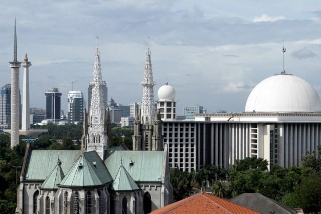 Masjid Istiqlal Dan Gereja Katedral Simbol Indahnya Perbedaan