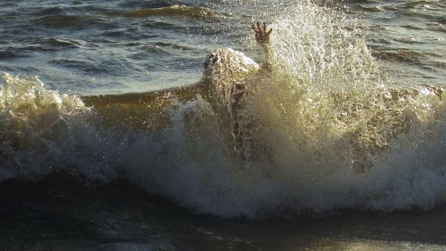 Ilustrasi orang tenggelam
