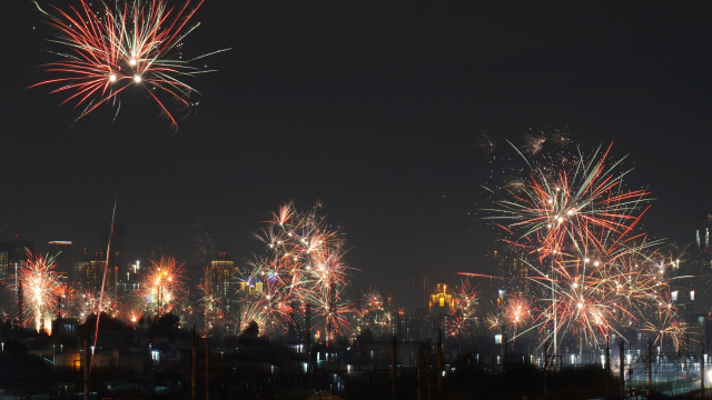 Enggak Perlu ke Luar Negeri, Ini 5 Tempat Pesta Kembang Api Tahun Baru (249)