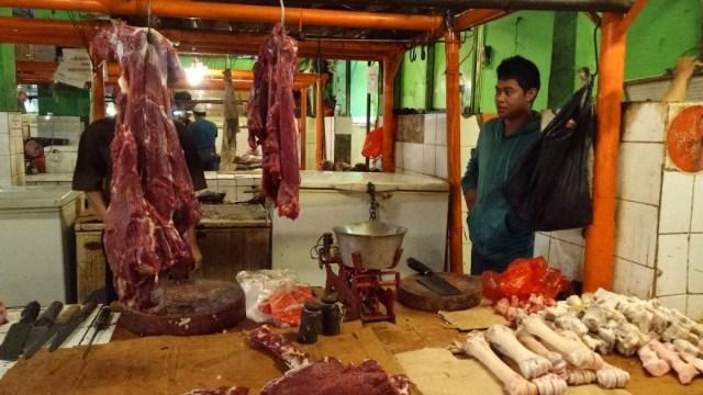 Pedagang Dukung Rencana Buwas Rombak Total Distribusi Daging Kerbau  (314415)