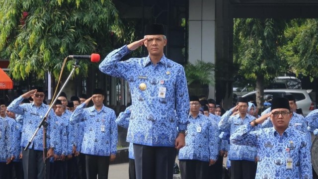 Ganjar Pranowo Cabut Izin Pabrik Semen Rembang (113480)
