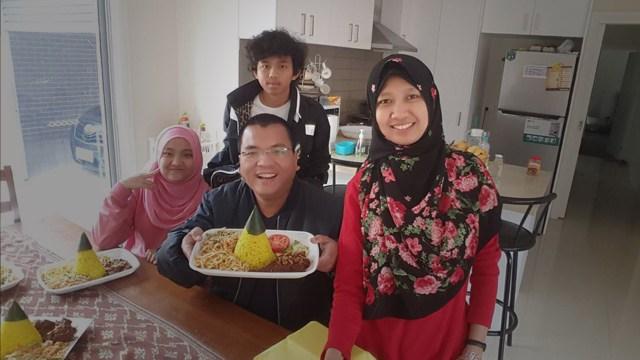 Keluarga Denny Indrayana