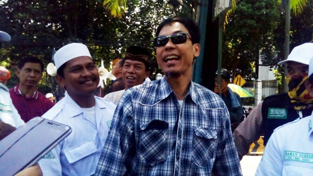 Ramai Video Diduga Munarman Check In dengan Wanita (415105)