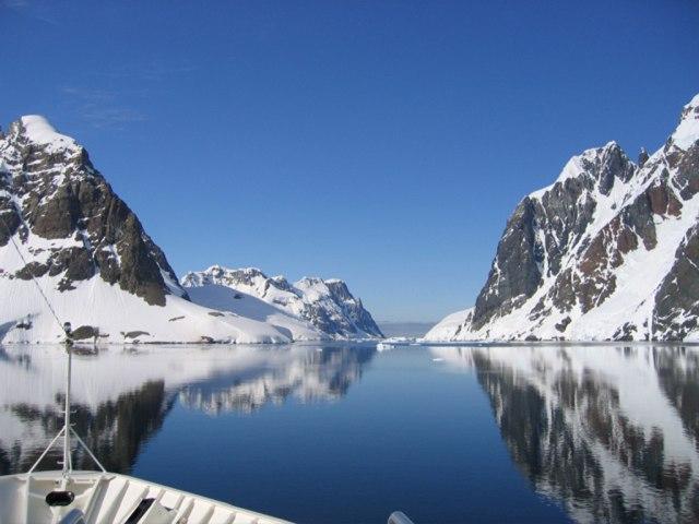 Ada Rongga Raksasa di Bawah Gletser yang Bikin Es di Antartika Cair (120608)
