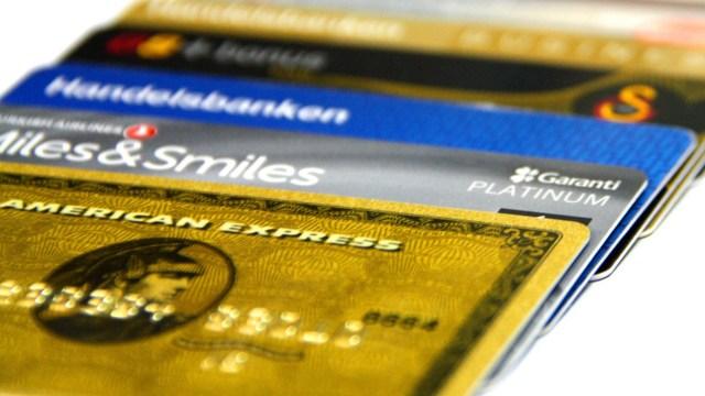Gesek Kartu Debit di Mesin EDC Bank Dikenai Biaya, Begini Aturannya (170038)